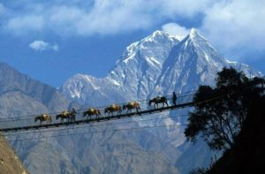 Hunza-mountains-beauty-northern-pakistan-300x197