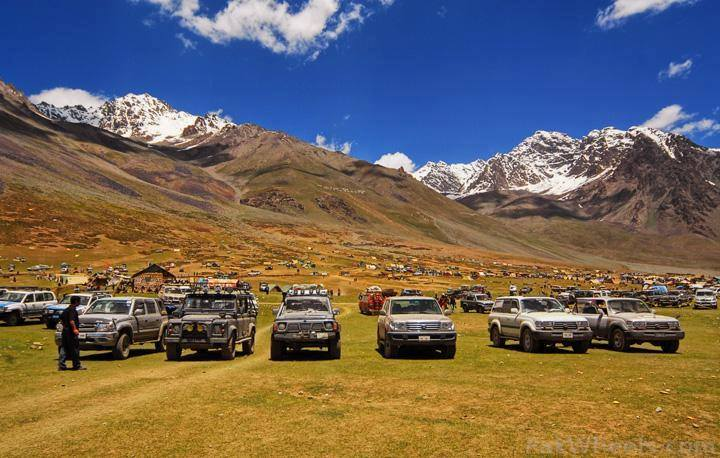 Jeeps 4x4 at Shandur Top