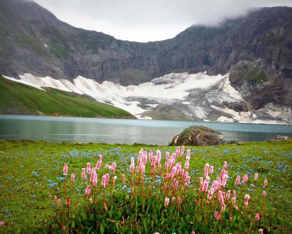 The-Hidden-Beauty-of-Ratti-Gali-Lake