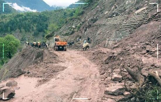 Flooding Frigid Water in Hunza Damages Karakoram Highway Image 2
