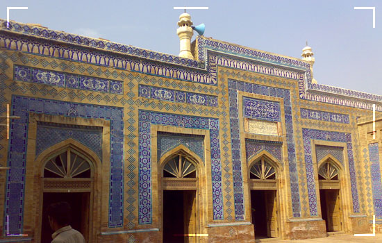 Shrine-Of-Hazrat-Makhdum-Jahaniyan-Jahangasht