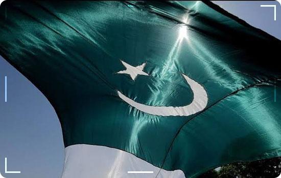 Visits Pakistan