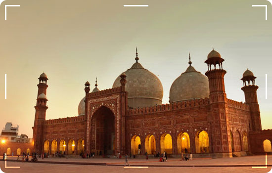 Badshahi Masjid ( Grand Mosque )